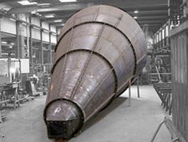 Konischer Zyklon-Abscheider für ein Kraftwerk, 8 m Länge, aufgepanzerte, verschleißfeste Stahlbleche.