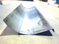 Kombination aus abgekanteten und gerollten Stahlblech, mit einer Gesamtlänge von 3 Meter.