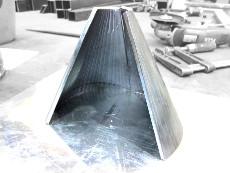 Zylinderkonus aus Stahlblech, mehrfach abgekantet zu einem Stahltrichter für Fördergut.