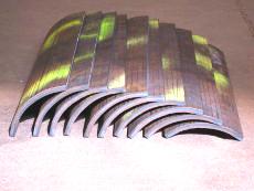 Dickwandige Stahlbleche rund abgekantet durch mehrmaliges zueinander versetztes Kanten.