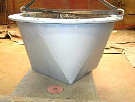 Leitungs- bzw. Kanal-Abschluss aus Stahlblechen für Schüttgut, heiße, flüssige oder abrasive Medien.