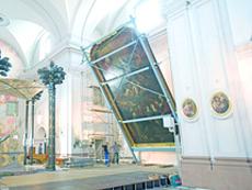 Der Abbau eines der größten Kirchenbilder Deutschlands mit einer Stahlunterkonstruktion.