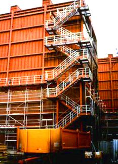 Fluchttreppenanlage mit Laufstegen, Stahlpodesten für ein Kohlekraftwerk im Saarland.