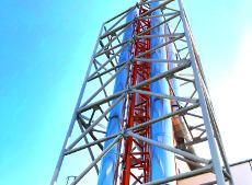 Verstärkung eines 19 m hohen Abgasturms mit Stützmast für ein Blockheizkraftwerk in Bayern.