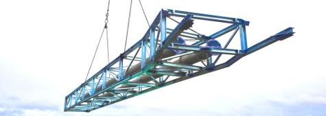 24 m langer Fachwerkträger inklusive Verbrennungsabgasrohren aus Chrom-Nickel-Molybdän-Stahl mit guter Korrosionsbeständigkeit und hoher Festigkeit für hohe Temperaturen, Verrohrung im Maschinenhaus.